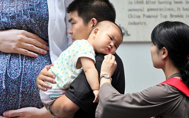 """""""Xin trời cao hãy biến đứa bé này thành con trai"""" - Lời cầu nguyện vô vọng và sự thật kinh hoàng đằng sau viên thuốc thay đổi giới tính thai nhi"""