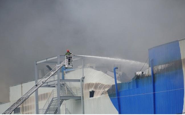 Đang cháy lớn trong khu công nghiệp Hiệp Phước tại TP.HCM