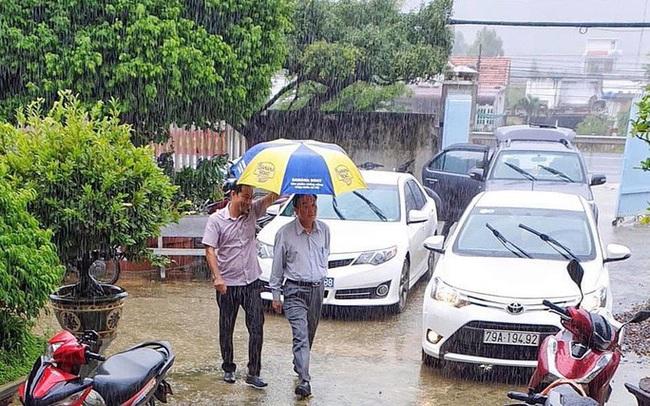 """Giám đốc Sở NN-PTNT Khánh Hòa: """"Đi chống bão mà giống đi du lịch, nhìn phản cảm!"""""""