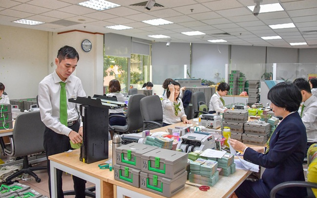 Vietcombank công bố giảm ngay 1% lãi suất cho vay với khách hàng bị ảnh hưởng bởi bão lũ