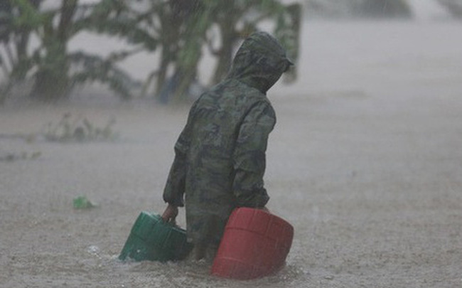 Khẩn: 1 địa phương thông báo cho học sinh nghỉ học tránh lũ sau bão 12