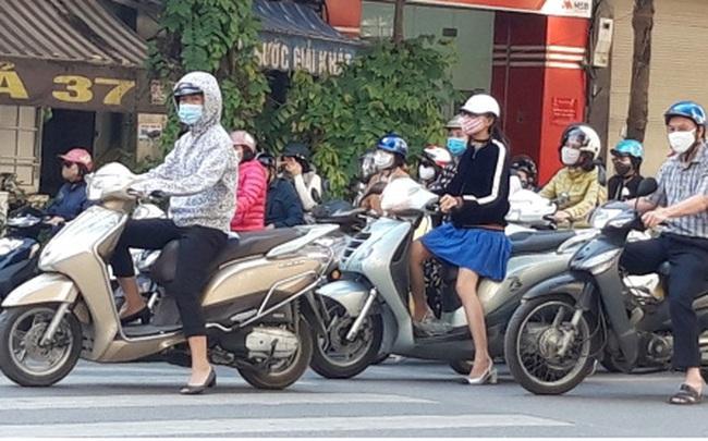 Hà Nội bắt buộc đeo khẩu trang nơi công cộng: Người dân đang chấp hành tốt