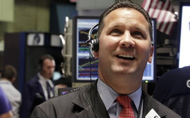 Kỳ vọng nền kinh tế sẽ sớm hồi phục, S&P 500 chạm mức cao kỷ lục, Dow Jones tăng gần 400 điểm