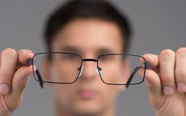"""BS nêu đích danh 6 thói quen xấu khiến cho thị lực suy giảm: Hãy thay đổi để """"cứu"""" đôi mắt"""