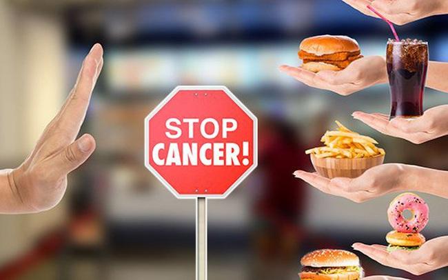 """Nhiều người thường xuyên ăn uống theo 3 kiểu tiện lợi này mà không biết đang tự """"nuôi dưỡng"""" mầm bệnh ung thư"""