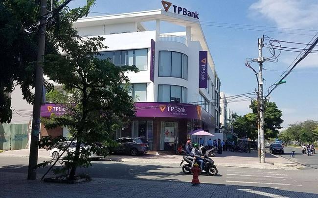 Nghi phạm tẩm xăng cướp ngân hàng TPBank ở Sài Gòn khai nợ 200 triệu đồng đánh số đề