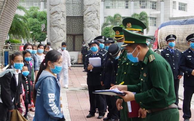 Tiếp nhận 46 công dân xuất cảnh trái phép bị Trung Quốc trao trả