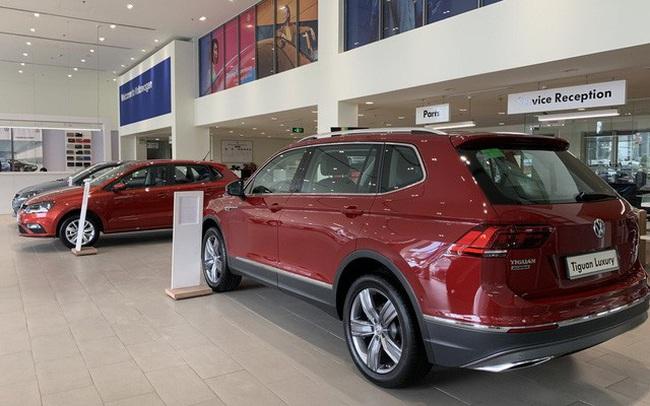 Volkswagen giảm giá gần 180 triệu đồng: Tiguan Allspace, Passat cạnh tranh GLB, C-Class bằng giá 'mềm'