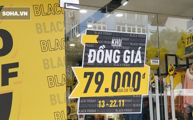 """Phố thời trang """"hot"""" nhất Hà Nội rợp biển giảm giá 80% trước ngày mua sắm """"khủng"""" nhất năm"""