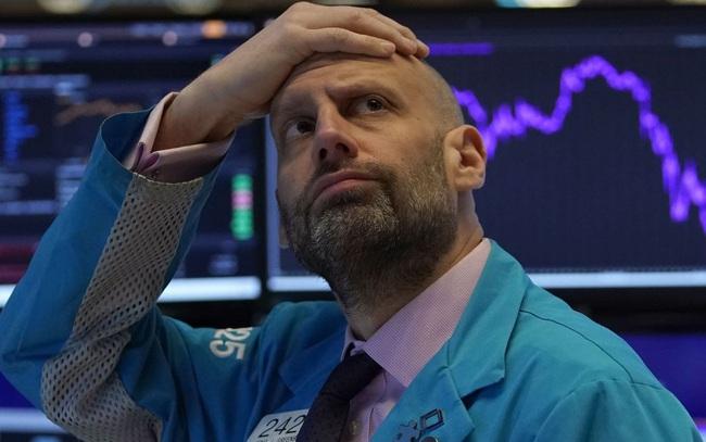 Đà tăng kỷ lục hạ nhiệt, sắc đỏ bao trùm Phố Wall, Dow Jones mất 300 điểm