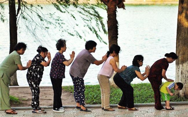 """Việt Nam cần chuẩn bị cho tương lai """"xã hội già"""" vào năm 2035?"""