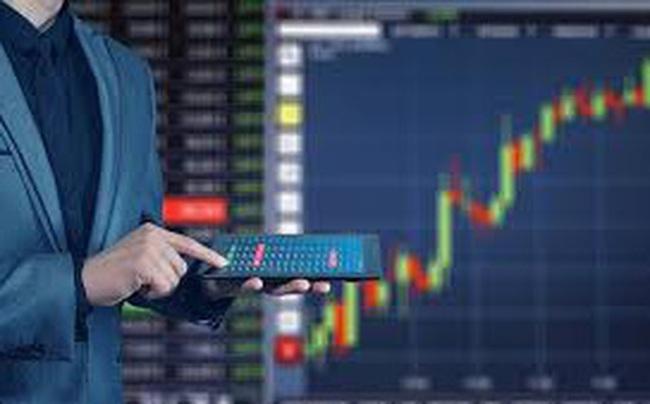 Các sếp ngân hàng và người nhà lại đua nhau gom cổ phiếu
