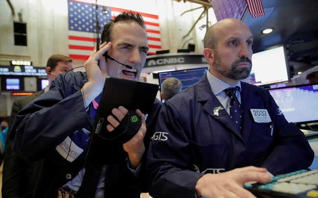 Mối lo ngại về tình hình dịch bệnh nhấn chìm Phố Wall, Dow Jones mất hơn 200 điểm