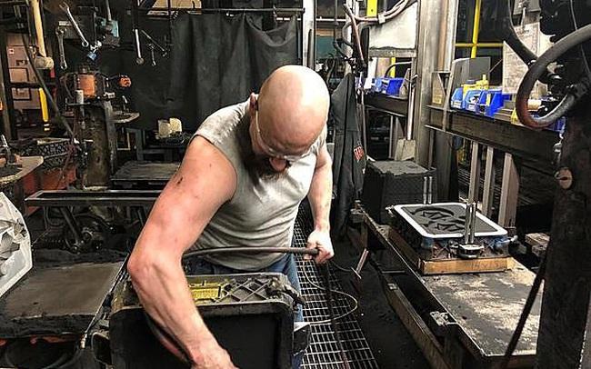 Những người 'bị ra rìa' khi sản xuất tại Mỹ bùng nổ