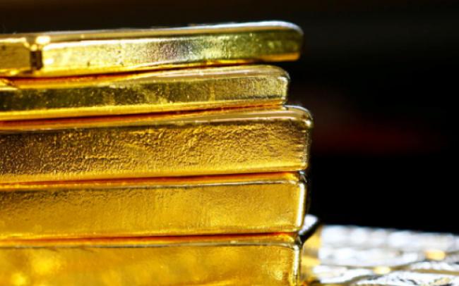 Giá vàng bất ngờ lao dốc xuống thấp nhất 4 tháng