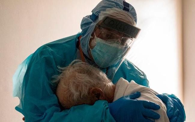 CNN: 60.000 người Mỹ có thể chết vì Covid-19 trong 3 tuần tới nhưng hành động nhỏ này có thể cứu vãn