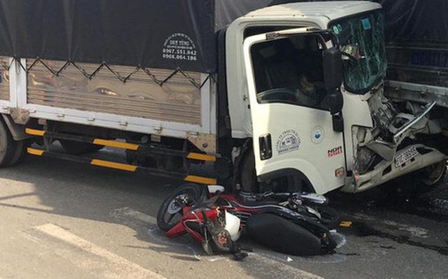 Kinh hoàng khoảnh khắc xe container tông hàng loạt phương tiện đang dừng đèn đỏ, nhiều người la hét kêu cứu thất thanh