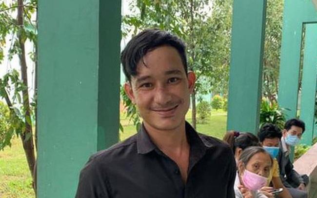 """Người đàn ông bật khóc xin đi nhờ xe về với vợ con ở Trà Leng: """"Lúc đó tiền không quan trọng, vợ con mới quan trọng nhất thế giới"""""""