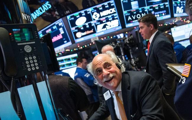 Nhà đầu tư hồi hộp chờ đợi kết quả bầu cử, Dow Jones tăng hơn 500 điểm, sắp ghi nhận tuần khởi sắc nhất kể từ tháng 4