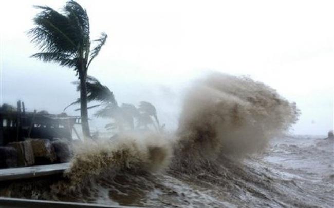 Áp thấp nhiệt đới trên vùng biển Quảng Ngãi-Phú Yên, gió giật cấp 8