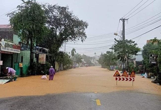 Mưa lớn, Nam Trà My bị chia cắt, thủy điện Sông Tranh 2 và Đak Mi 4 xả lũ