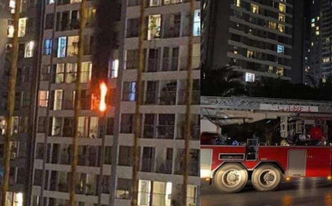 Hà Nội: Cháy ban công căn hộ tầng 19 chung cư trong đêm, nghi xuất phát từ cục nóng điều hoà