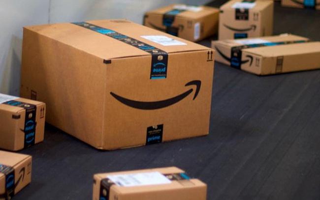 Vị khách đầu tiên của Amazon: Bỏ 27,95 USD mua sách, tên được đặt cho cả một tòa nhà của tập đoàn để 'tri ân'
