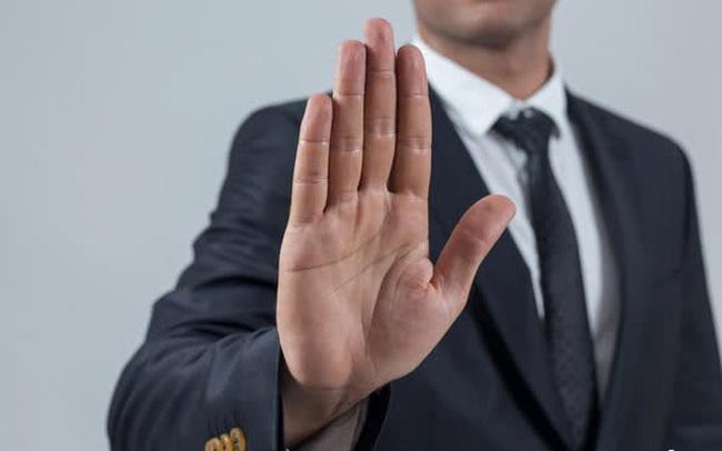 Quy tắc cơ bản nhất trong xã giao: Thay vì 'ĐÃ XEM' rồi ậm ờ không trả lời lại, chi bằng thẳng thắn từ chối