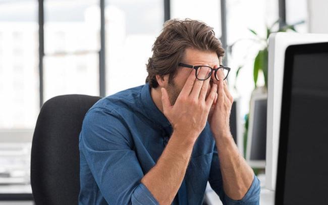 Giải oan cho ánh sáng xanh: Nó có khiến bạn mỏi mắt, mất ngủ hay tổn thương võng mạc không?
