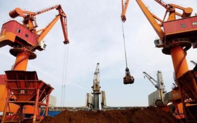 """Giá quặng sắt """"điên cuồng"""" tăng tiếp 10%, chưa có dấu hiệu dừng lại"""