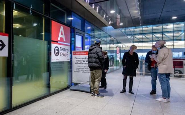 """Đến lượt Mỹ """"kỳ thị"""" Vương quốc Anh: Yêu cầu giấy xét nghiệm âm tính Covid-19 để được nhập cảnh"""