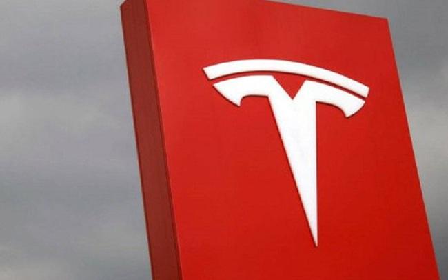 """[INFOGRAPHIC] """"Chuyến xe"""" vượt các cột mốc lịch sử của Tesla năm 2020"""