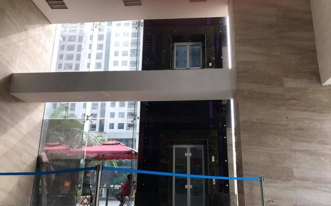 Người đàn ông ngã từ sảnh thang máy tầng 2 xuống đất trọng thương