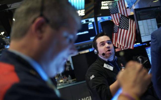 Nhà đầu tư hồi hộp chờ đợi gói kích thích mới, Phố Wall gần như đi ngang, cổ phiếu công nghệ bỗng 'hụt hơi'