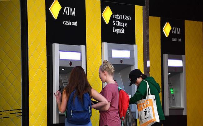"""""""Big Four Banks"""" Australia khai tử hàng nghìn cây ATM, đóng cửa hàng trăm chi nhánh vì Covid-19"""