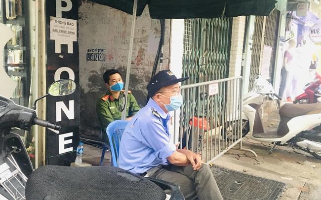 Nhịp sống trong ngõ trên phố Trương Định đang bị phong tỏa