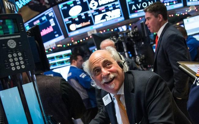 Cổ phiếu công nghệ thăng hoa, S&P 500 và Nasdaq thay nhau chạm đỉnh lịch sử