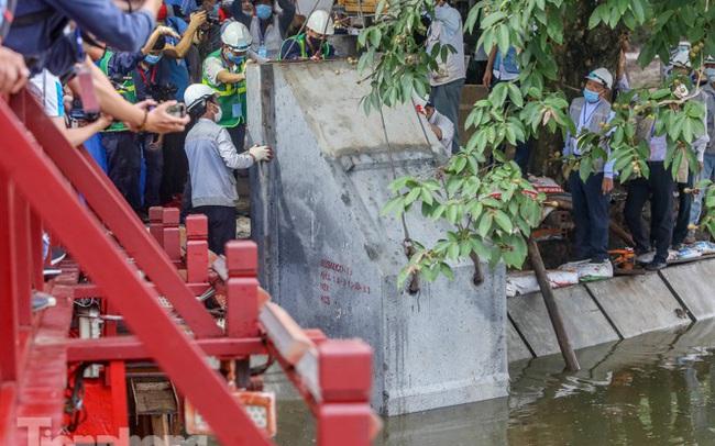 Hợp long công trình kè hồ Hoàn Kiếm bằng 1.500 khối bê tông cốt sợi