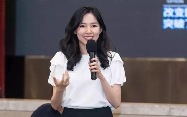 """Thiên kim giới siêu giàu Trung Quốc: 23 tuổi thừa kế tài sản hơn 330 nghìn tỷ đồng, đính hôn với """"Thái tử"""" điển trai của tập đoàn bán lẻ lớn nhất nước"""