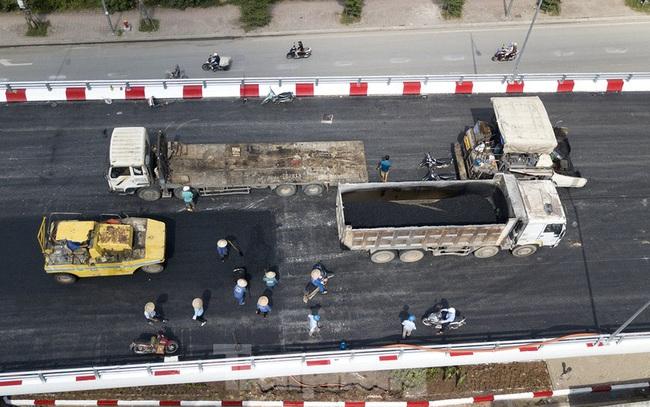 Nhìn gần cây cầu vượt quy mô lớn nhất Hà Nội sắp thông xe