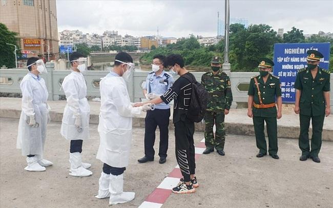 Trục xuất nhiều người nước ngoài nhập cảnh trái phép ở TPHCM