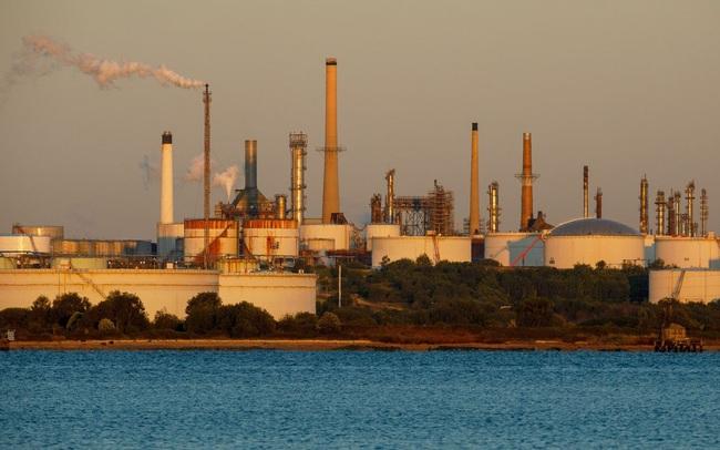 Exxon Mobil rời Dow Jones: Sự sụp đổ của ngành dầu khí?