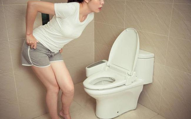 Bất kể nam hay nữ, nếu có 2 biểu hiện bất thường khi đi tiểu thì nhiều khả năng mắc bệnh gút, nên đi khám càng sớm càng tốt