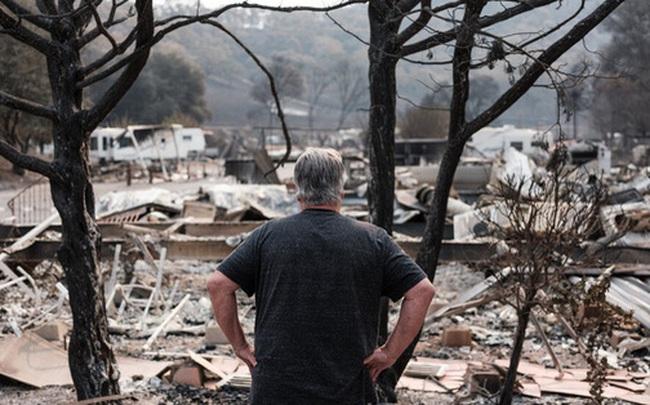 """Người Mỹ """"chết lặng"""" trước năm 2020 đầy sóng gió: Đây là năm tồi tệ nhất trong cuộc đời tôi!"""