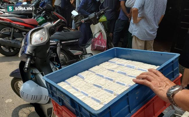 Cảnh tượng như thời bao cấp tại phố bánh Trung thu truyền thống nổi tiếng Hà Nội