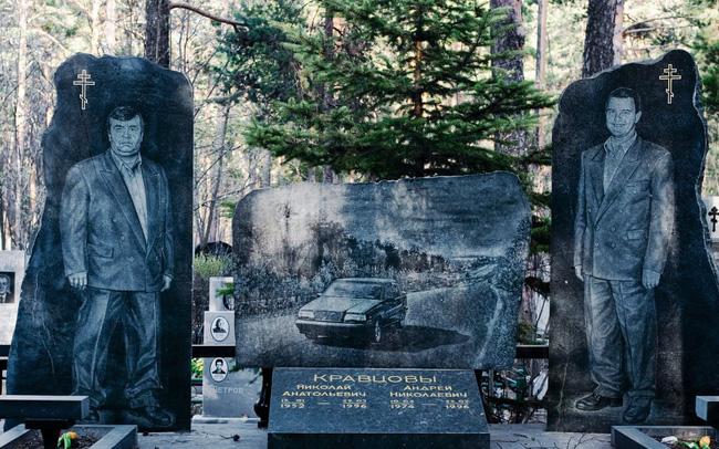 Thăm thú nghĩa trang mafia độc đáo ở Nga: Khi còn sống khét tiếng bao nhiêu, lúc nhắm mắt cũng hoành tráng bấy nhiêu