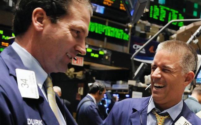 Cổ phiếu công nghệ tiếp tục bứt phá, Nasdaq lập đỉnh, Dow Jones tăng hơn 200 điểm