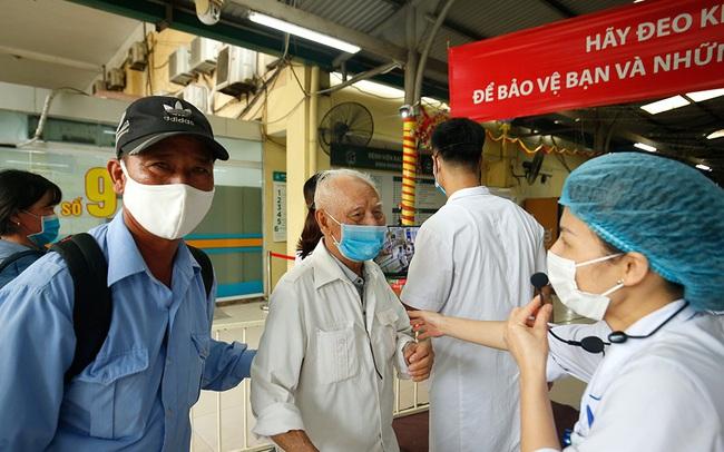 Bệnh viện Bạch Mai tăng cường bảo vệ thế nào khi dịch COVID-19 bùng phát?