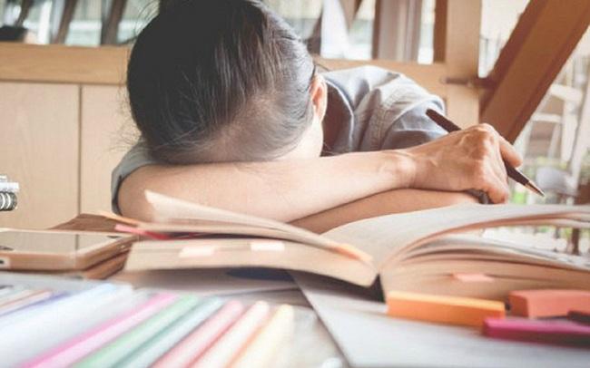 Kỳ vọng quá lớn của phụ huynh khiến con cái chịu nhiều áp lực trước các kỳ thi: Chuyên gia tâm lý chỉ cách cha mẹ đồng hành cùng con đối mặt