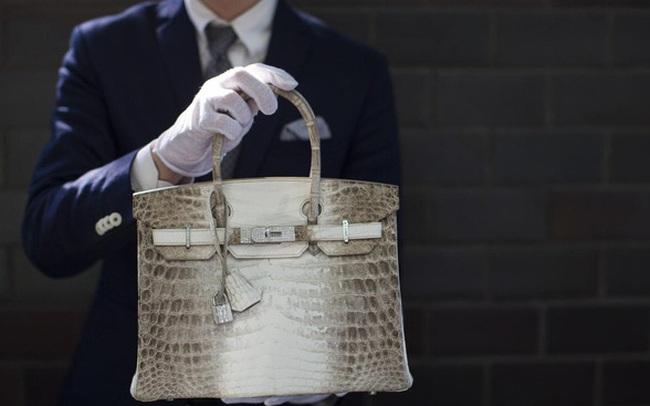 Mặc dù bạn không thể mua được những chiếc túi Hermes Birkin xa xỉ hay chiếc đồng hồ Rolex mơ ước, nhưng với cách này bạn vẫn có thể sở hữu chúng